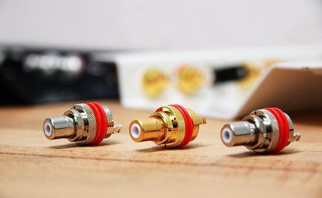 Pre-amplifier cinch sockets